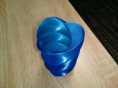 Vase Twisted Heart PLA translucide Bleu