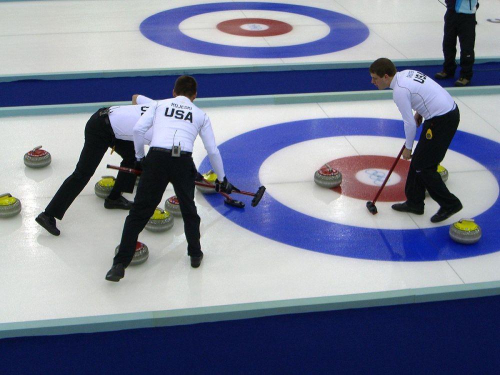 1200px-Curling_Torino_2006_Pinerolo_Palaghiaccio_scena2.thumb.jpg.a181e7093c654a089159d816fcb476a6.jpg