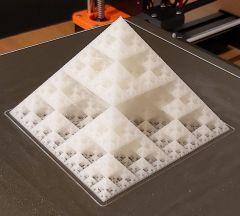 Pyramide fractale 10x10 (8).jpg