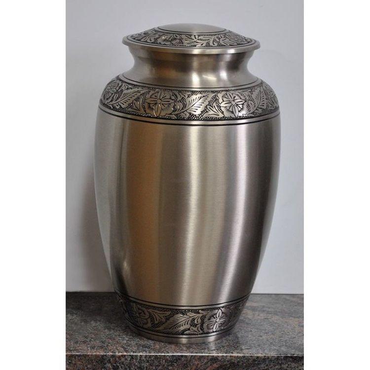 urne-avec-gravures-de-fleurs-et-feuilles.jpg