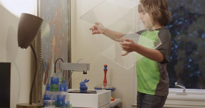 Un enfant utilisant l'imprimante 3D MOD-t