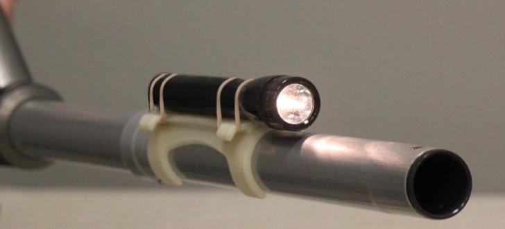 Fixation lampe torche pour aspirateur Hoover
