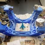 Assemblage de la structure de la tour Eiffel imprimée en 3D