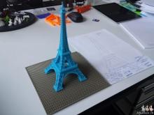 Prototype à échelle réduite de la tour Eiffel imprimée en 3D