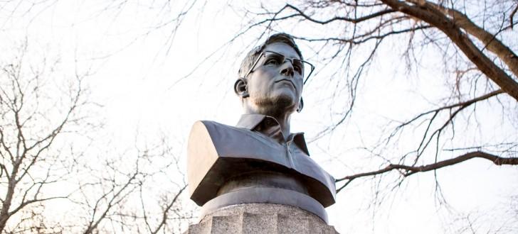 Buste d'Edward Snowden dans un parc de New York
