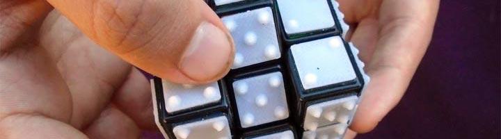 Rubiks Cube imprimé en 3D braille aveugle