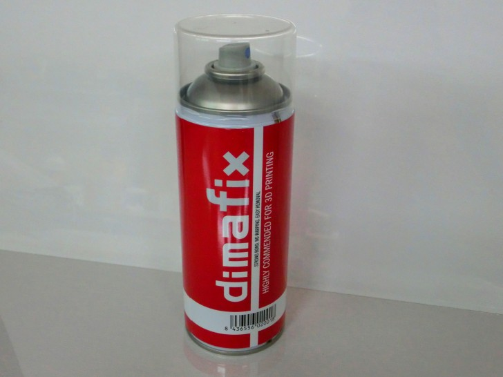 Une bombe de spray DimaFix.