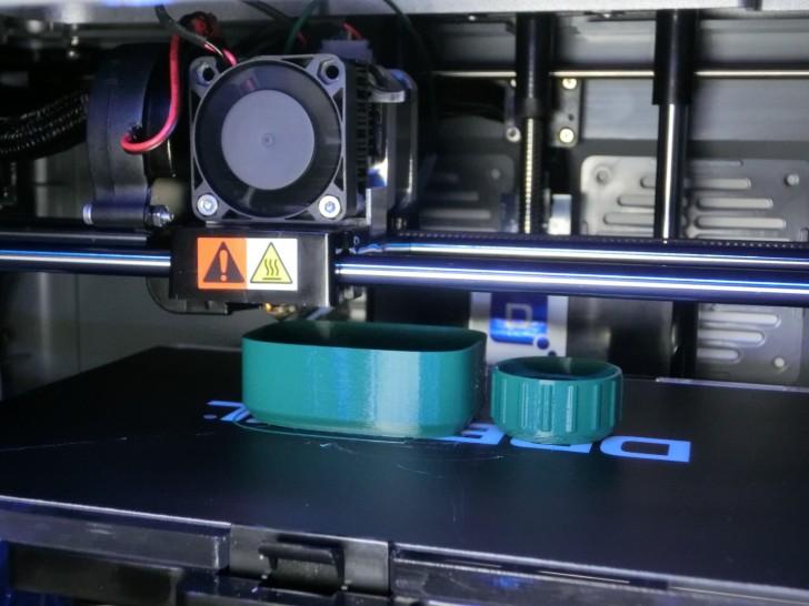 Impression d'une bouteille avec l'imprimante 3D IdeaBuilder de Dremel