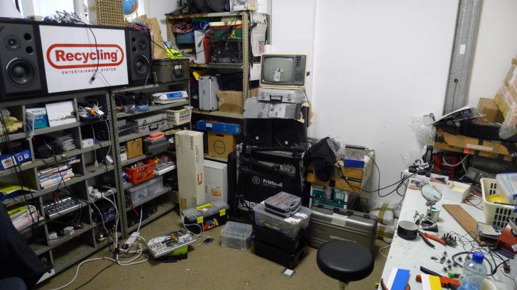 Le bureau de Benjamin Gaulon pour pratiquer le Recyclism