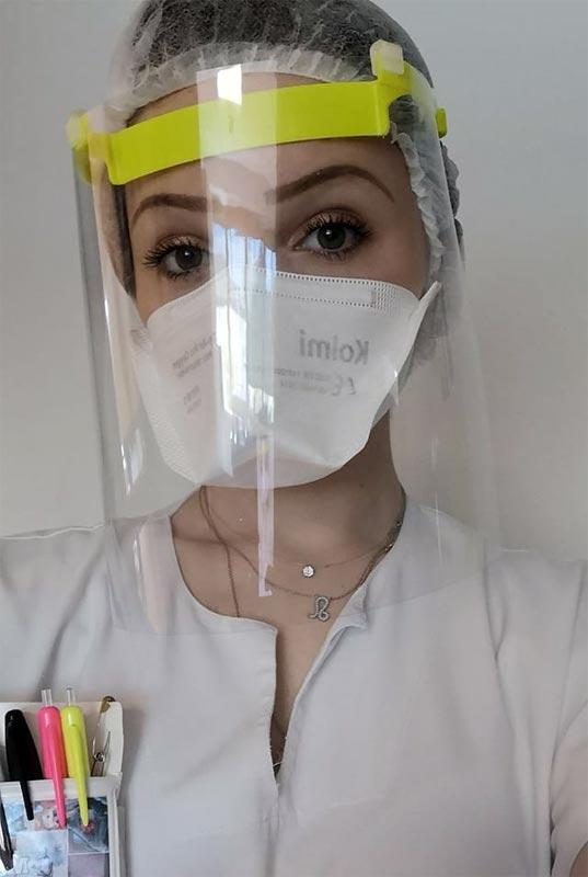 photo visiere shield infirmiere covid coronavirus